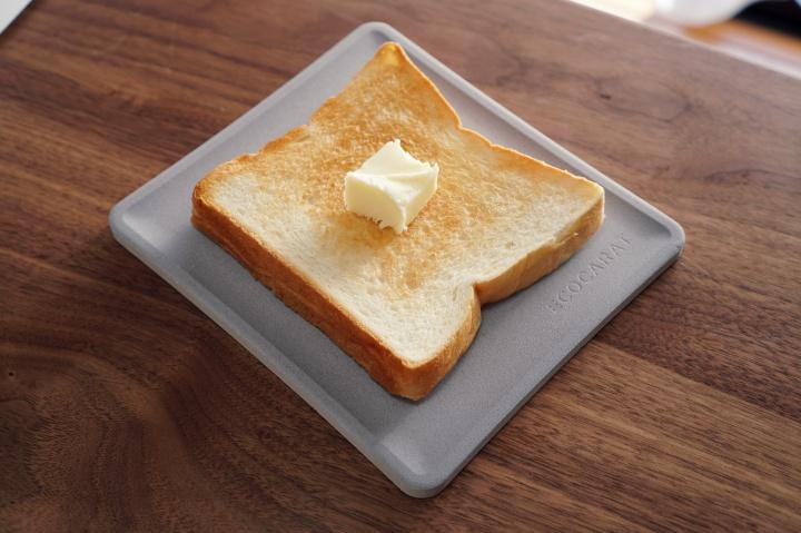 乃が美の高級食パンをいただいたので、珪藻土の約5倍の吸湿量を誇るトースト皿ECOCARAT(エコカラット)を使ってみた