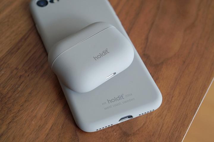 holdit(ホールディット)のiPhoneSE & AirPods Proケースカバー